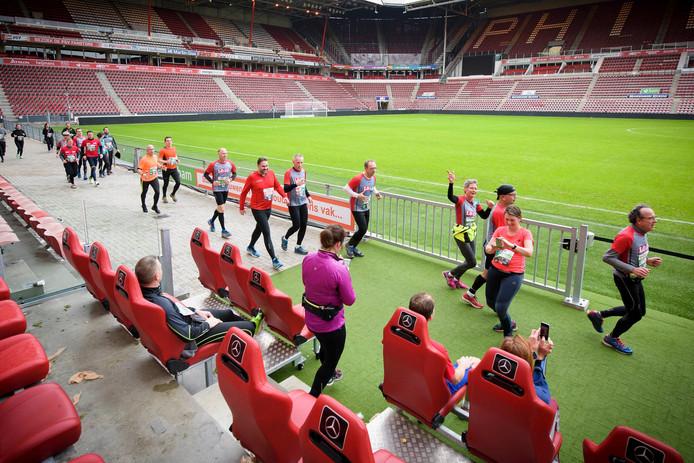 Eindhoven Urban Trail ging ook door het Philips stadion.