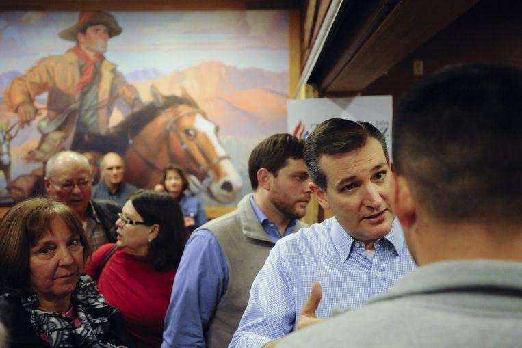 Ted Cruz op campagne in restaurant Pizza Ranch in Newtown, Iowa. Cruz leeft al jaren op gespannen voet met zijn Republikeinse partijgenoten in het Congres. Beeld reuters