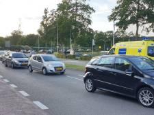 Auto's botsen op singel in Enschede: geen gewonden, wel files rondom binnenstad