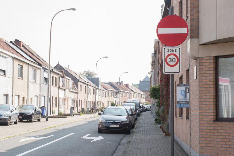 Langs deze kant mag je de Welzijnsstraat niet in maar er is toch een bord geplaatst dat in deze straat een zone 30 geldt.