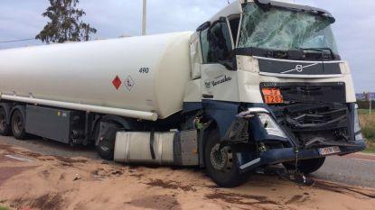 Maastrichtersteenweg urenlang versperd na botsing tussen twee vrachtwagens