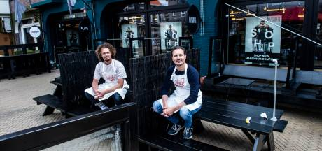Secret Pizzeria geeft geheimzinnigheid even op en bakt vanaf het Leienplein in Apeldoorn