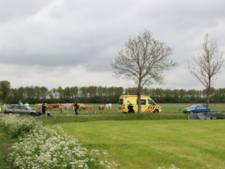 Auto door harde klap de sloot in bij ongeluk in Holten