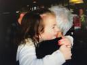 Brigit kan niet wachten om haar kleindochter weer plat te knuffelen.