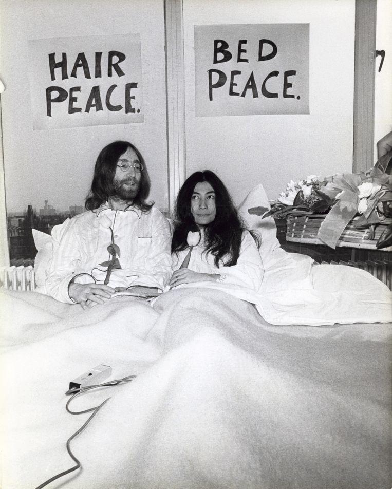 John Lennon en Yoko Ono tijdens hun huwelijksreis. Beeld anp