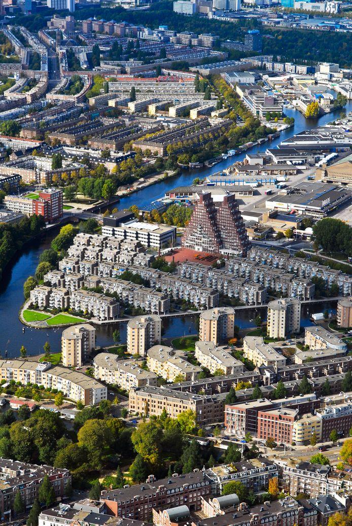 Amsterdamse huurders zijn gemiddeld 18,2 procent meer kwijt, tegenover het landelijk gemiddelde van 8 procent.