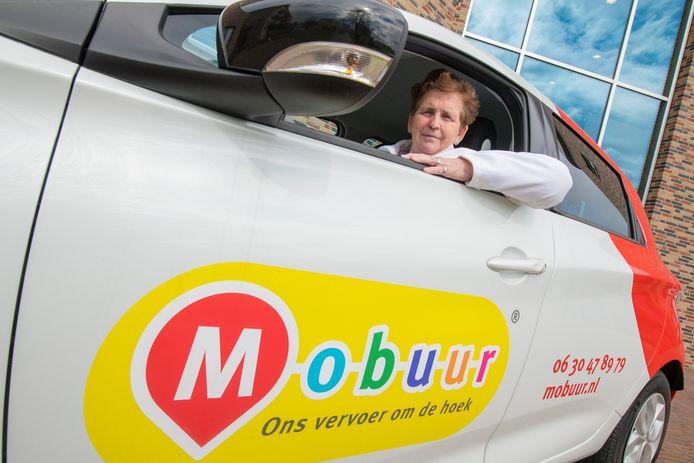 Hetty Diekmann in de Mobuur-auto.