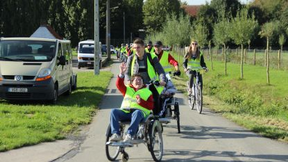 't Sneukelwiel neemt 120 personen met een beperking op sleeptouw tijdens fietstocht