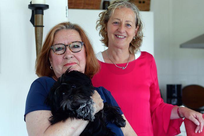 Wikky Dam uit Steenbergen met hond Puk en stopcoach Annemarie Zwetsloot. De coach zorgt voor steun en begeleiding, het jonge hondje voor afleiding en een nieuwe daginvulling