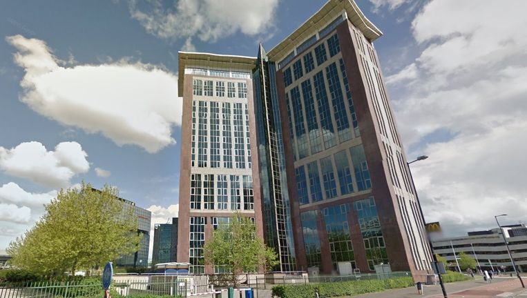 Het kantoorgebouw De Oliphant biedt vanaf vandaag plaats voor 700 vluchtelingen. Beeld Google Street View
