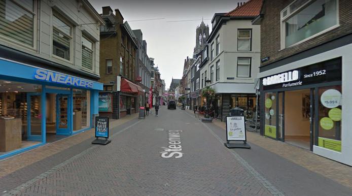 72278d716a5 Kopschopper' Johnny S. hoort achttien maanden cel eisen | Utrecht ...