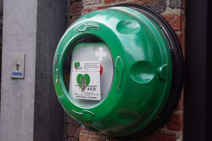 Een openbare aed, ook wel automatische externe defibrillator genoemd. Een aed wordt gebruikt tijdens een reanimatie.