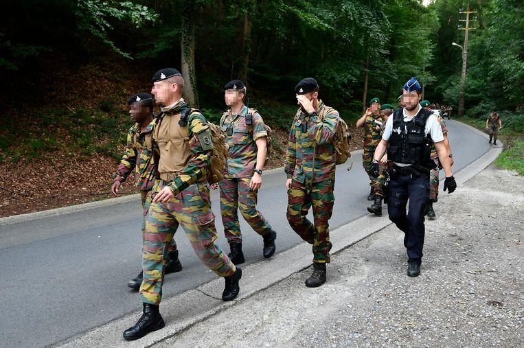 Militairen speurden zondag en gisteren naar het lichaam van de piloot in de bossen van Neuville.