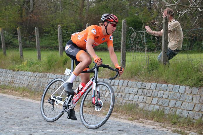 Jarno Mobach afgelopen weekend in actie tijdens de Ronde van Vlaanderen voor beloften.