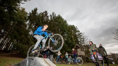 VIDEO. Zó vieren leerlingen Wondere Wereld Dikketruiendag: van trucjes met de fiets tot dansen op de speelplaats