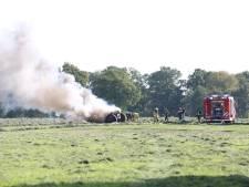 Tractor vliegt in de fik tijdens werkzaamheden op weiland in Geesteren