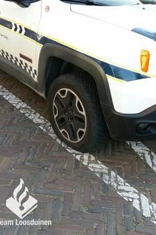 Banden Jeep gemeentecontroleurs  lekgestoken op Händellaan