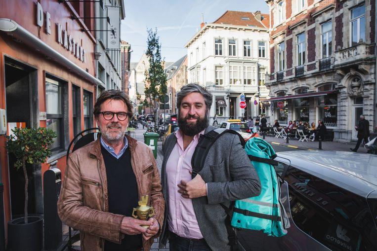 Marc Ostyn van De Kastart krijgt de 'Rider Award' van Deliveroo-topman Mathieu De Lophem.