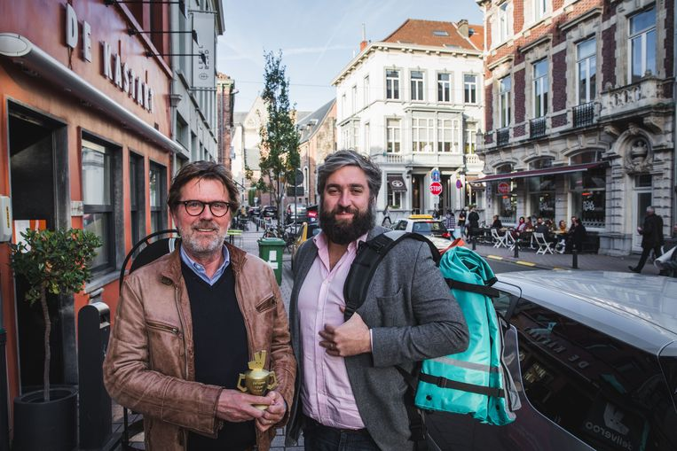 Marc Ostyn van De Kastart krijgt de  Rider Award  van Deliveroo-topman  Mathieu 9d9447f85