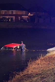 Auto schiet water in op Urk, maar bestuurder vergeet iets belangrijks