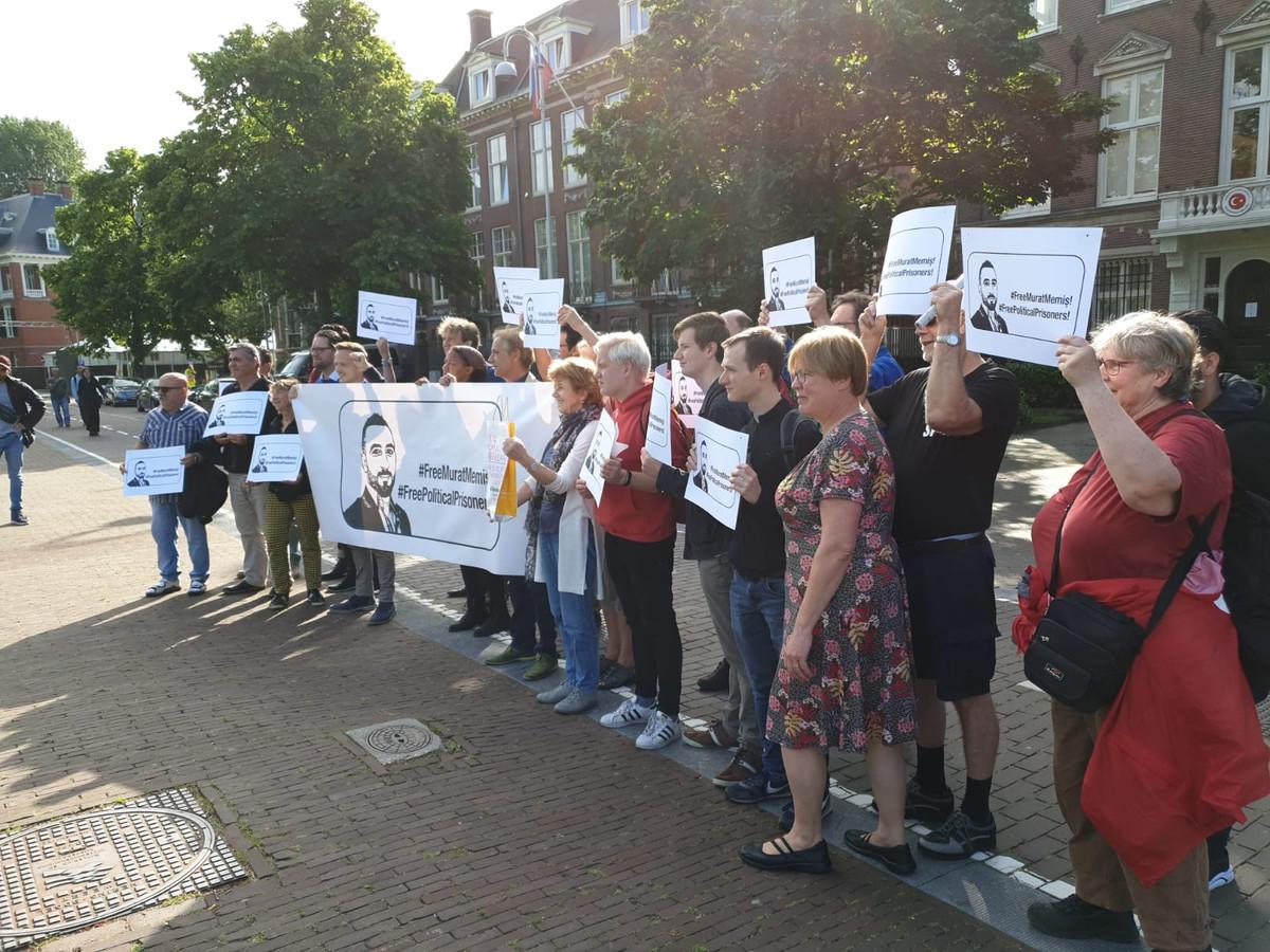 Demonstratie in Amsterdam voor vrijlating SP'er Murat Memis uit Eindhoven