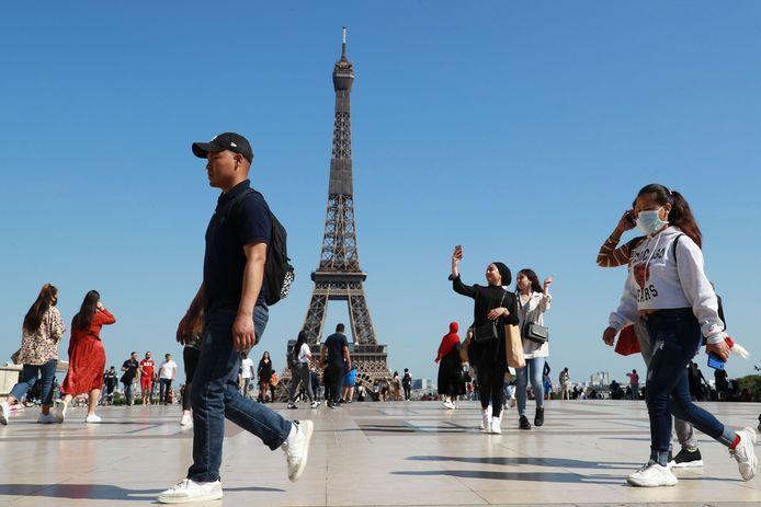 La Tour Eiffel peut être visitée, mais seulement si vous réservez à l'avance.