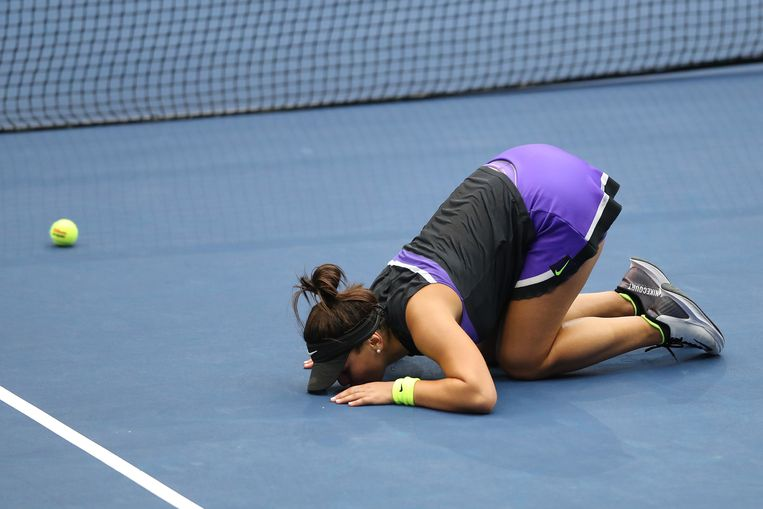 Bianca Andreescu viert haar overwinning. Beeld AFP