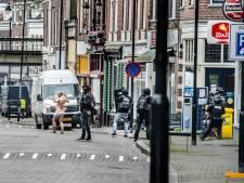 Koen Verheijden wint Gelderse fotoprijs met gijzelnemer in onderbroek