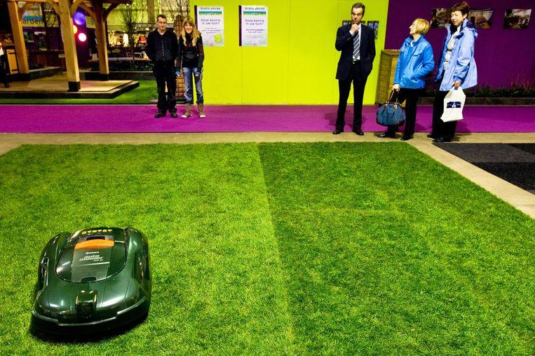Een grasmaai-robot. Beeld null