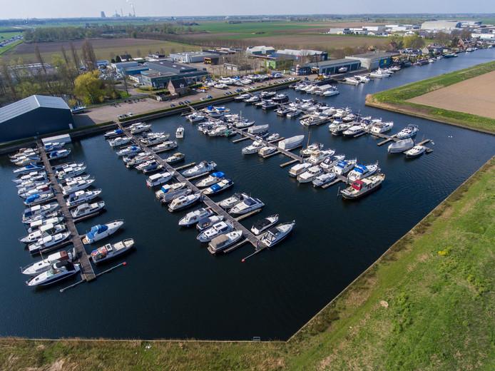 De gemeente Waalwijk wil jachthaven Scharloo voor 1,8 miljoen euro overnemen.