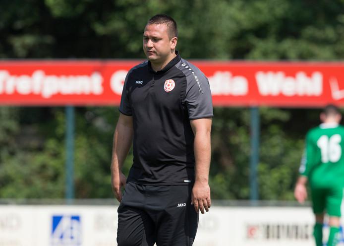 MASV-trainer Jhon van Beukering is niet blij.