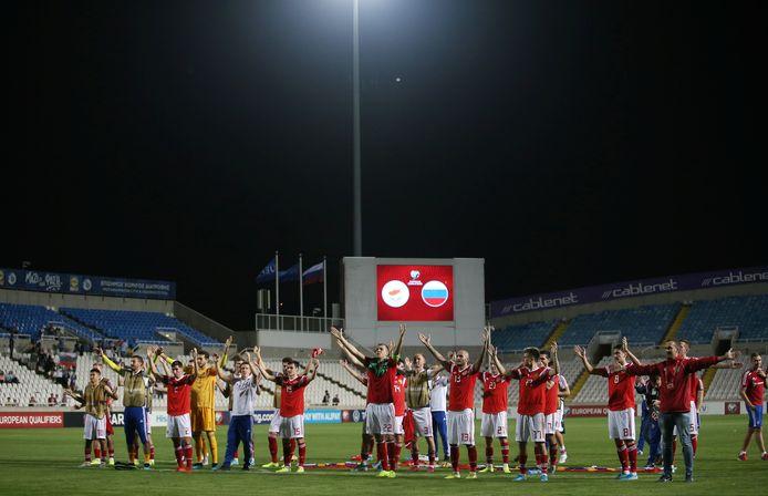 Rusland viert plaatsing met de meegereisde fans.