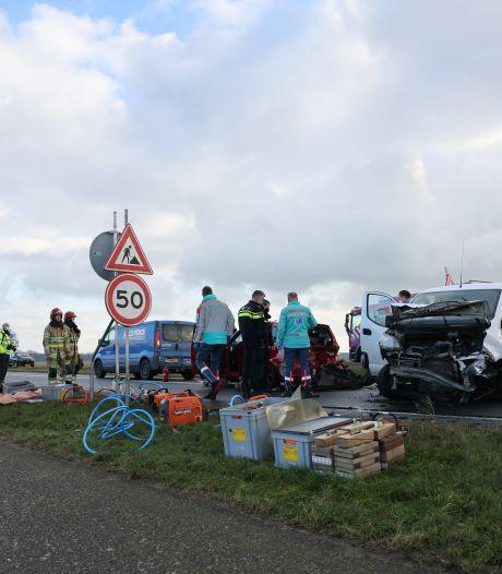 Ravage door ongeluk met vier auto's in Dronten: vijf gewonden