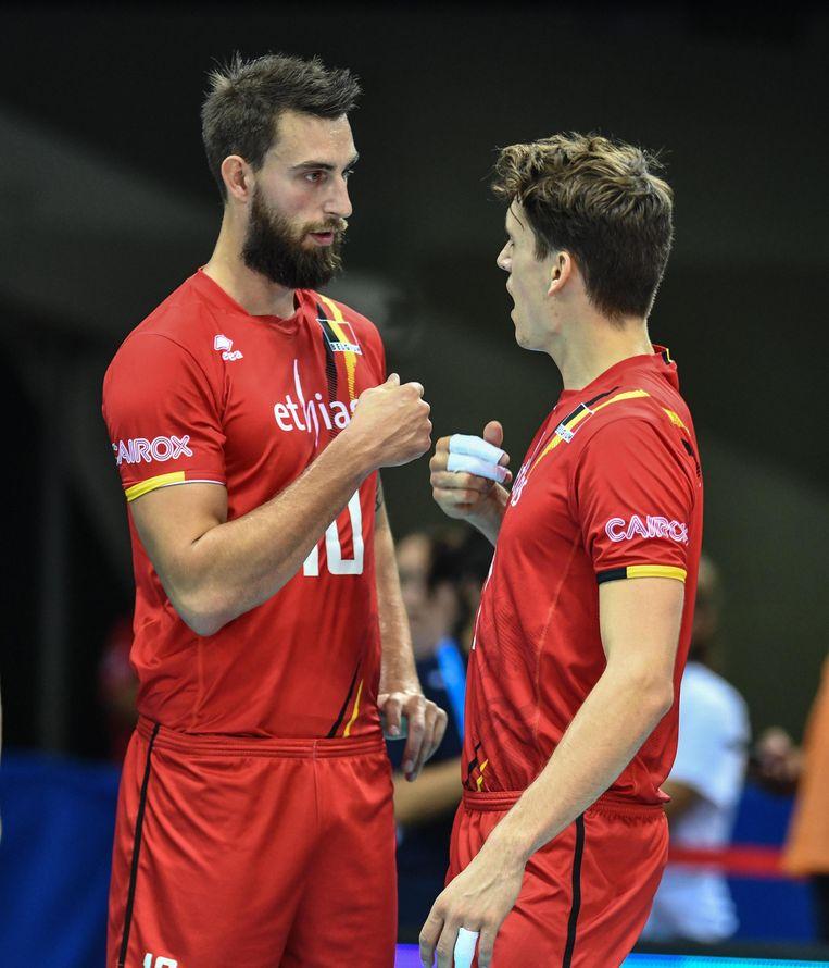 Igor Grobelny (R) samen met Simon Van De Voorde in de partij tegen Slovenië.