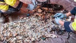 Elk jaar krijgen we tot 120.000 stukjes microplastic binnen. Is dat echt zo schadelijk en vanaf welke waarde?