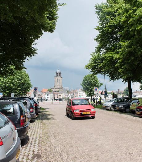 Sobere verlichting op parkeerterrein Worp bij IJssel in Deventer