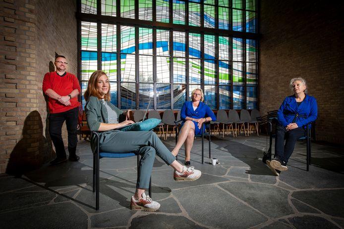Het bestuur van Licht op Herinnering met (van links naar rechts) Tom schoenmaker, Marieke Nuijten-Schut, Nicole van den Bos en Mirjam Verweij.