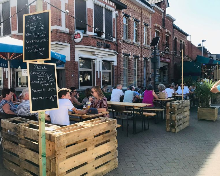 Het was over de koppen lopen op de Herenthoutse braderij, ook het terras van café Bar-Baar genoot van de zomerse temperaturen
