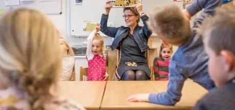Juf Ria uit Heerde vindt voorlezen een feestje