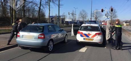 Mannen klemgereden in gestolen auto in Geldrop