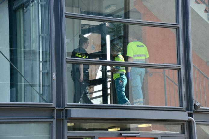 Hulpdiensten op de plaats waar de gewonde fietser werd gevonden.