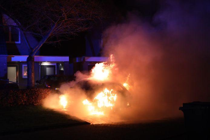 De brandende auto in Schijndel.