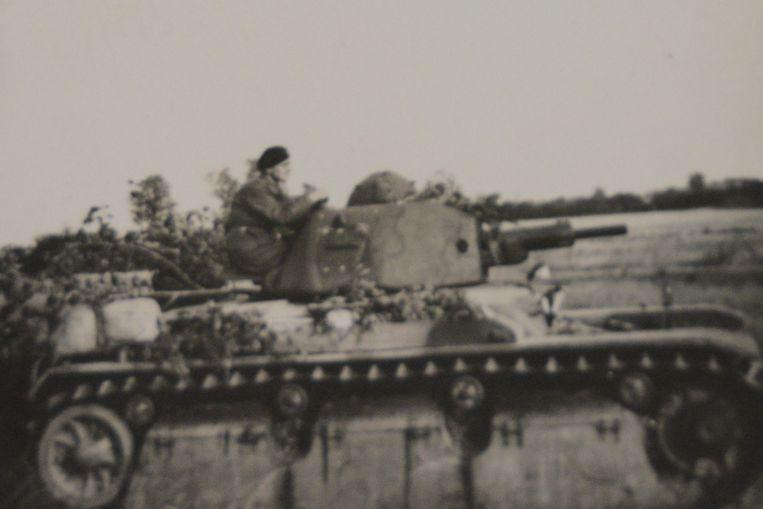 Een beeld van Eugeniusz op zijn tank in de Poolse pantserdivisie.