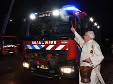 Nieuwe brandweerwagen ingezegend door pastoor Tullemans