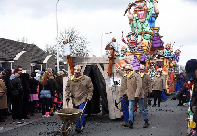De mijnwerkers strooiden heel Sas van Gent onder de zwarte kolen.