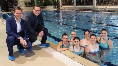 """Zwembad na negen maanden eindelijk weer open: """"Blij dat onze 900 Dolfijntjes weer in eigen water kunnen zwemmen"""""""