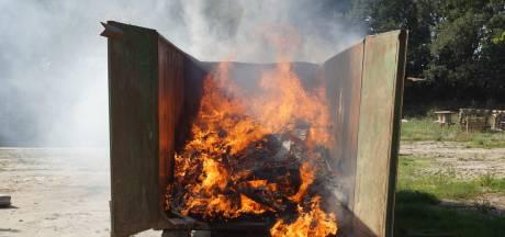 Brand in container met sloopafval op EuroParcs Resort Kaatsheuvel