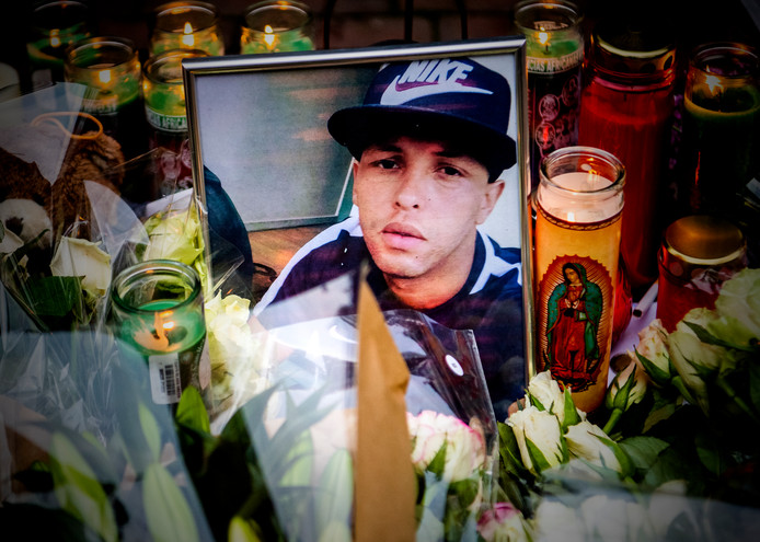 De herdenkingsplek voor Dairon Alberto. Hij groeide op op de Kaap, eind oktober vorig jaar werd hij er om het leven gebracht.