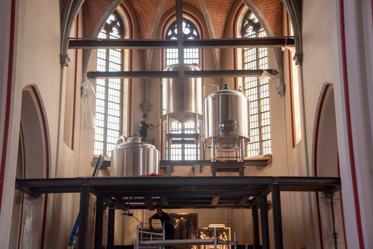 In de kerk van Kwatrecht wordt nu ook een microbrouwerij geïnstalleerd.