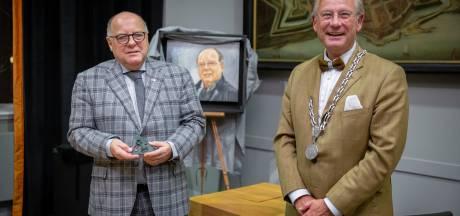 Kees Metz krijgt gemeentepenning bij afscheid van gemeenteraad Zaltbommel